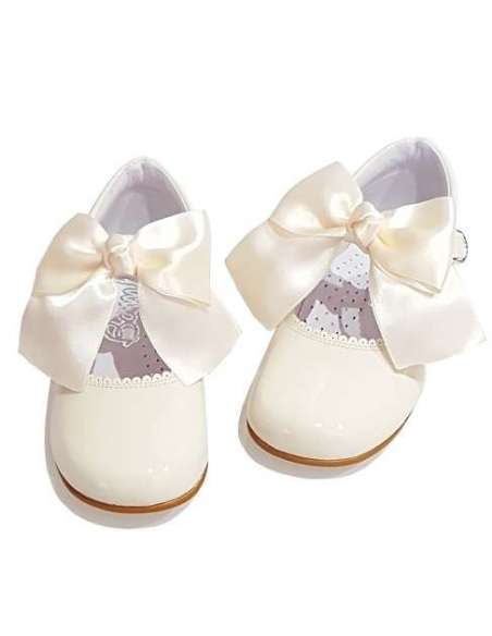 MARY JANES IN PATENT WITH JULIETA BOW BAMBI 4199 BEIG