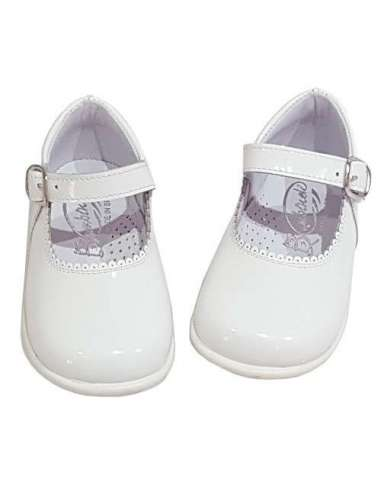 Baby Mary Janes in patent Bambi white...