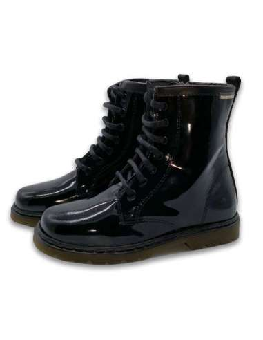 Girls Boots in patent leather...